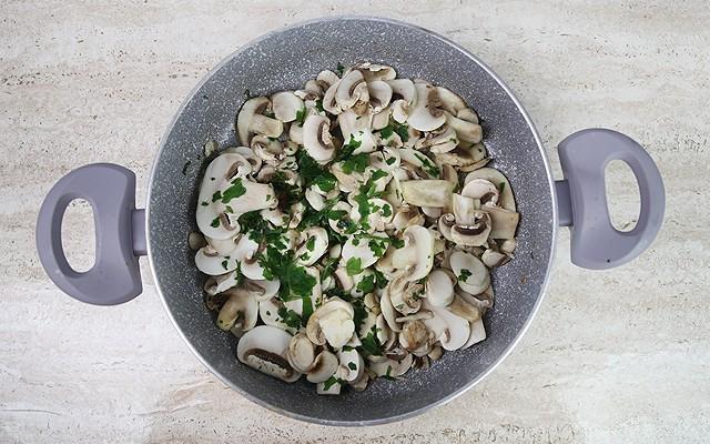 scaloppine di pollo ai funghi (3)