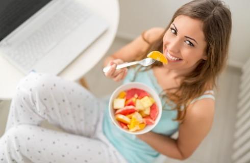 Mangiare frutta e verdura rende felici