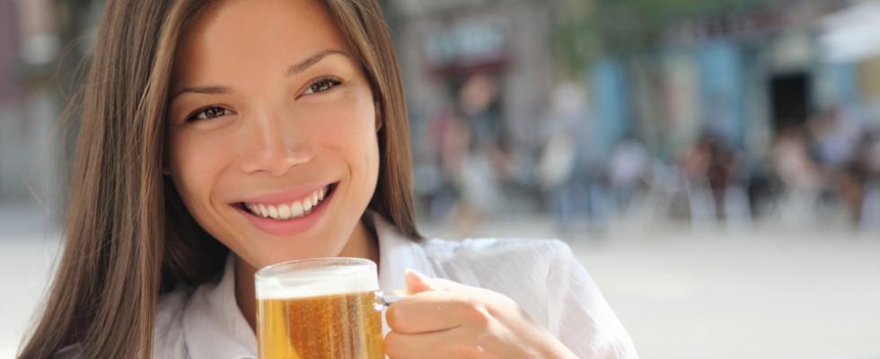 Si può combattere il cancro al seno (anche) con la birra?