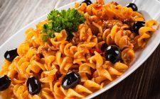 Il sugo ai capperi olive e tonno per condire la pasta