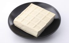 Il tofu con zucchine e peperoni con la ricetta sana