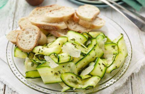 Come preparare le zucchine crude marinate all'aceto balsamico