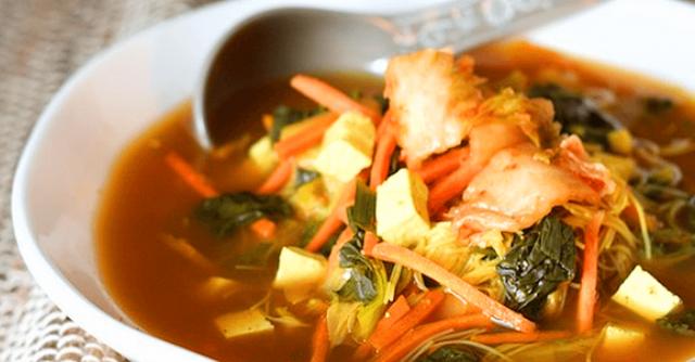 zuppa con kimchi