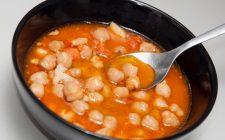 La zuppa fredda di ceci con la ricetta perfetta per l'estate
