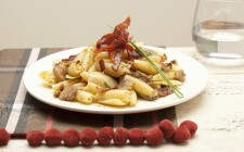 Conchiglie funghi, crudo e noci (pasta with mushrooms, ham and nuts)