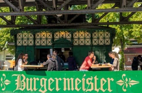 A Berlino i bagni pubblici diventano hamburgerie