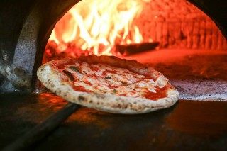La storia della pizza passa da qui: Lombardi a Napoli