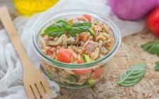 Still life insalata di farro, tonno e verdure (3)