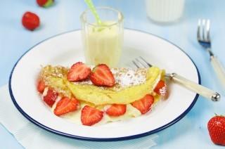 Omelette dolci, con crema e fragole