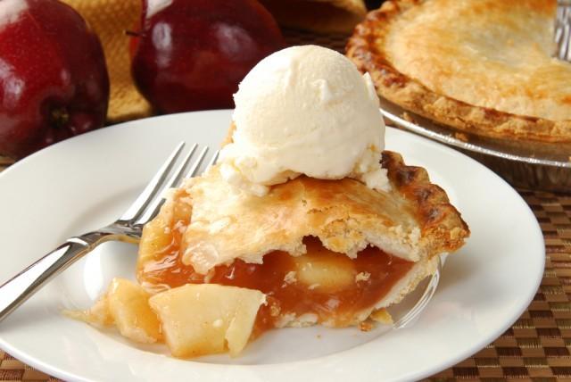 torta di mele e gelato
