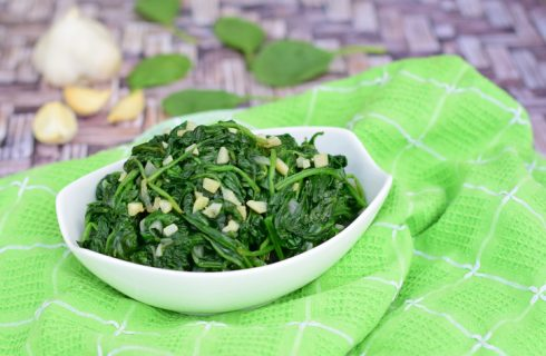 Gli spinaci al microonde: ecco la ricetta per prepararli