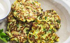 Come fare gli spinaci fritti in pastella, ecco la ricetta