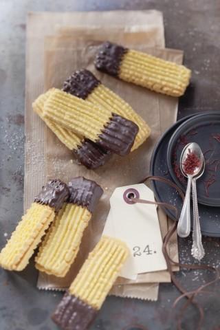Biscotti allo zafferano e cioccolato