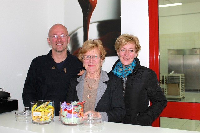 Autore with mother and sister