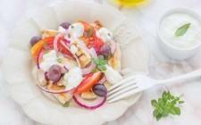 Still life 4 Insalata di pollo alla greca con tzatziki