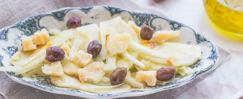 Insalata di finocchi con scaglie di parmigiano