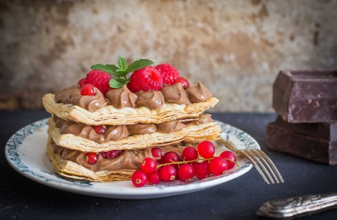 Millefoglie al cioccolato e frutti rossi