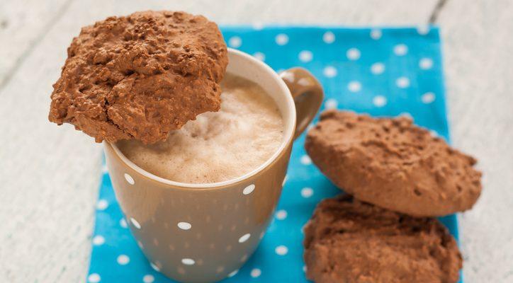 I biscotti allo yogurt e cacao perfetti per la colazione: ecco la ricetta