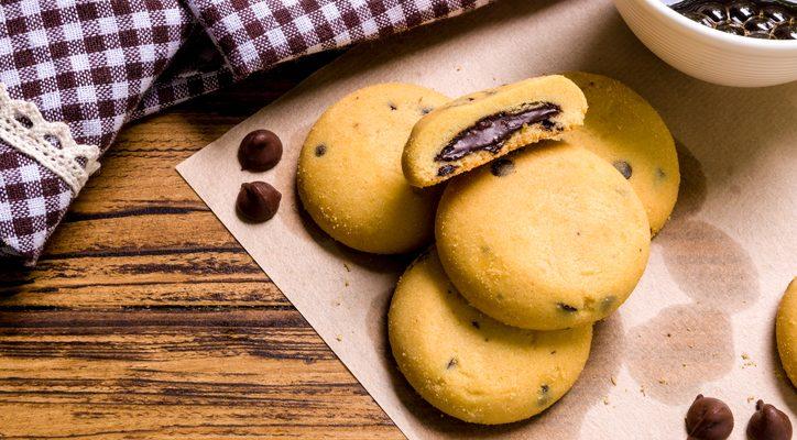 I biscotti ripieni di cioccolato al latte con la ricetta da non perdere