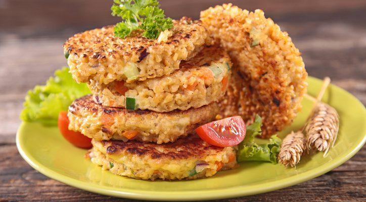 I burger di quinoa e patate: ecco la ricetta vegetariana