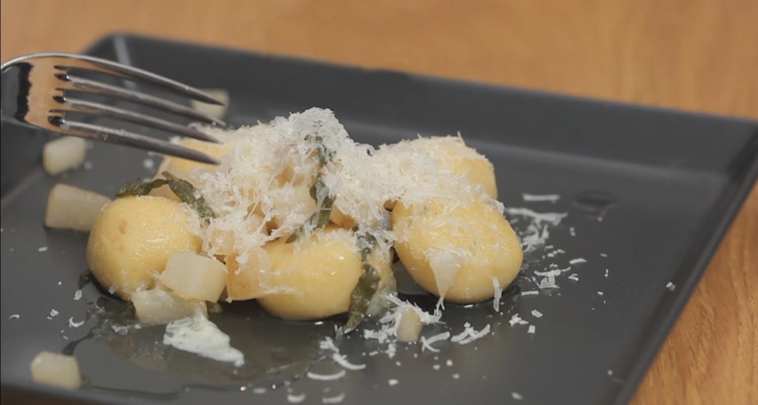 Gnocchi Ripieni Ricetta Bimby.Ricetta Gnocchi Ripieni Di Gorgonzola Agrodolce