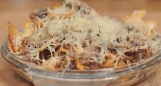 Nachos filanti, formaggio e chili