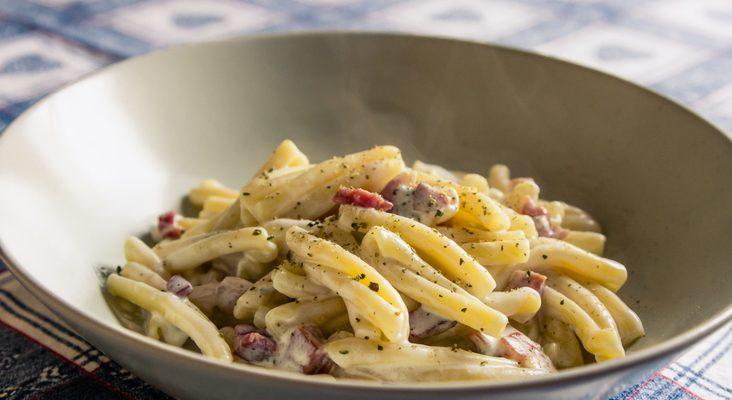 La pasta al gorgonzola e pancetta, la ricetta per un primo rustico