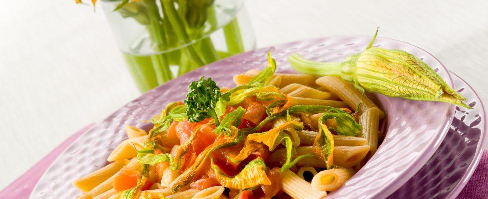 La ricetta gustosa della pasta fiori di zucca e salsiccia