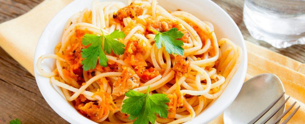 La pasta con peperoni, tonno e panna con la ricetta per tutta la famiglia
