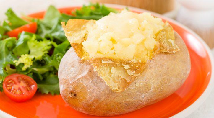 Le patate al cartoccio ripiene di mozzarella facili da preparare