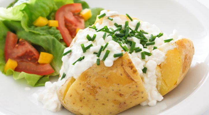 Come preparare le patate al cartoccio ripiene di formaggio
