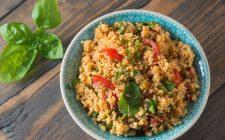 La quinoa al curry e verdure con la ricetta gustosa