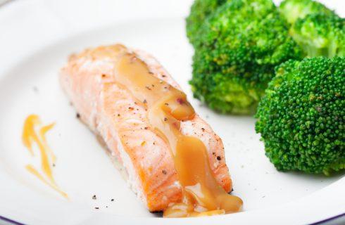 Salmone al forno con broccoli, la ricetta gustosa