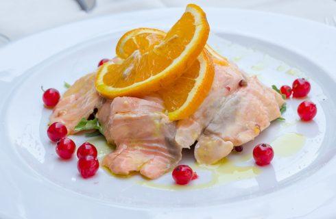 Il salmone marinato, ecco la ricetta facile da provare
