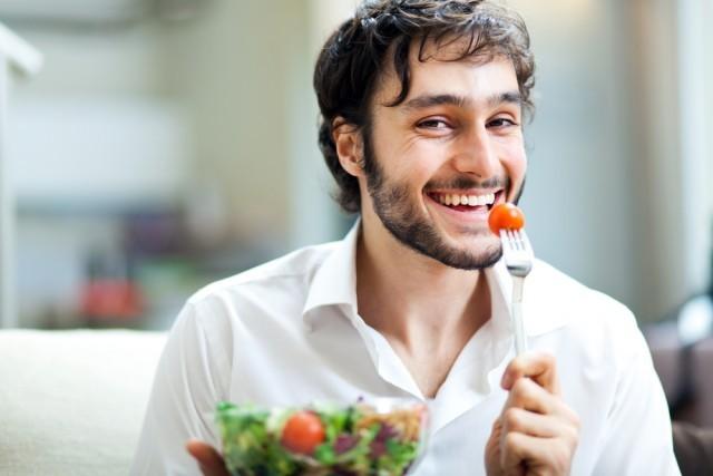 mangiare insalata