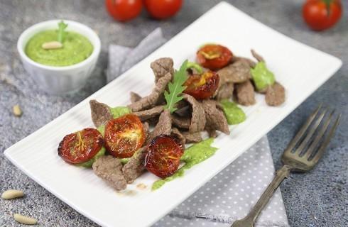 Straccetti di manzo, salsa verde e pomodorini