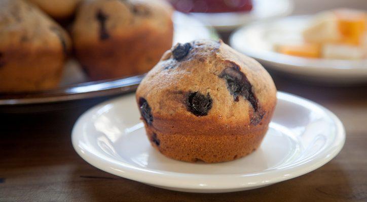 I muffin integrali ai mirtilli con la ricetta per la colazione