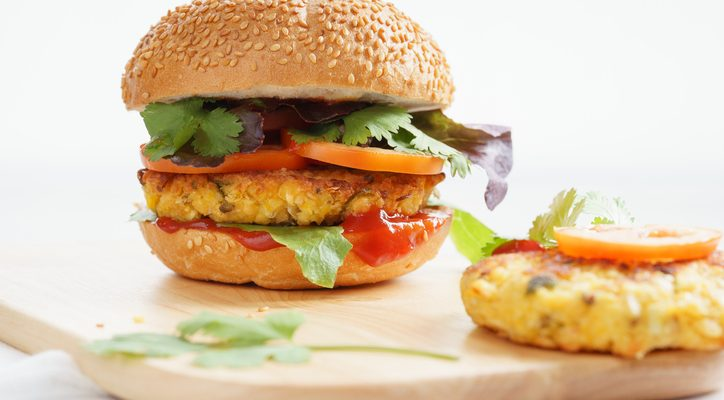 Il burger di ceci e patate con la ricetta vegetariana