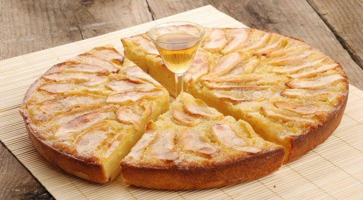 La torta con farina di cocco e mele adatta alla merenda