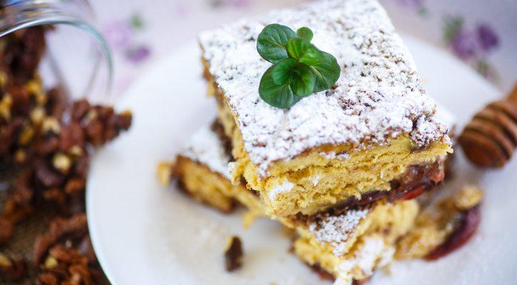 La torta con uva passa e noci con la ricetta golosa