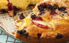 La ricetta della torta di more e mele per la colazione