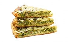 Torta salata con verza e formaggio, la ricetta facile