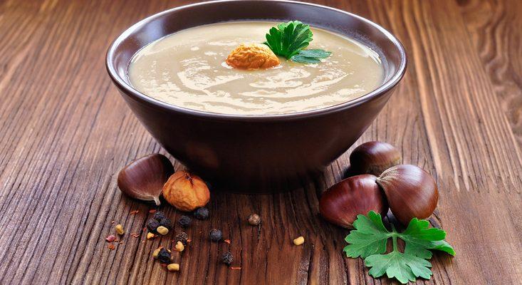 La vellutata di castagne e patate: la ricetta adatta alla cena