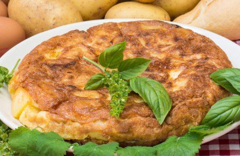 I wurstel con patate e uova per un secondo piatto gustoso