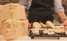 Comporre un tagliere di formaggi di pecora