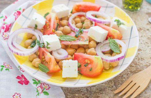 Insalata fredda ceci e pomodori: per il pranzo