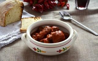Carne di cavallo al sugo: Salento a tavola
