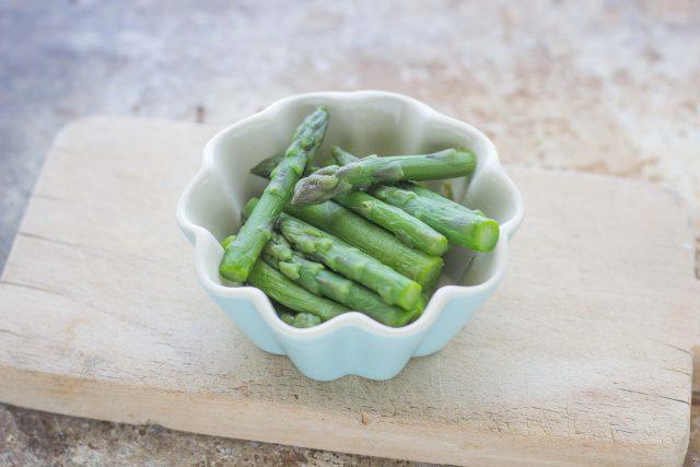 step-1-insalata-di-gamberetti-e-asparagi