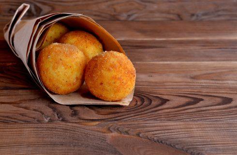 Come fare gli arancini con zucca e speck con la ricetta siciliana