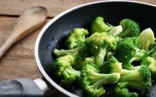I broccoli in padella senza olio con la ricetta facile